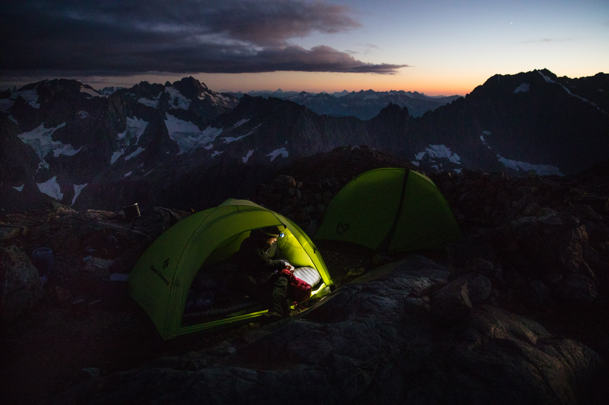tent-headlamp-hike-fall-backpack-active-lifestyle-photographer