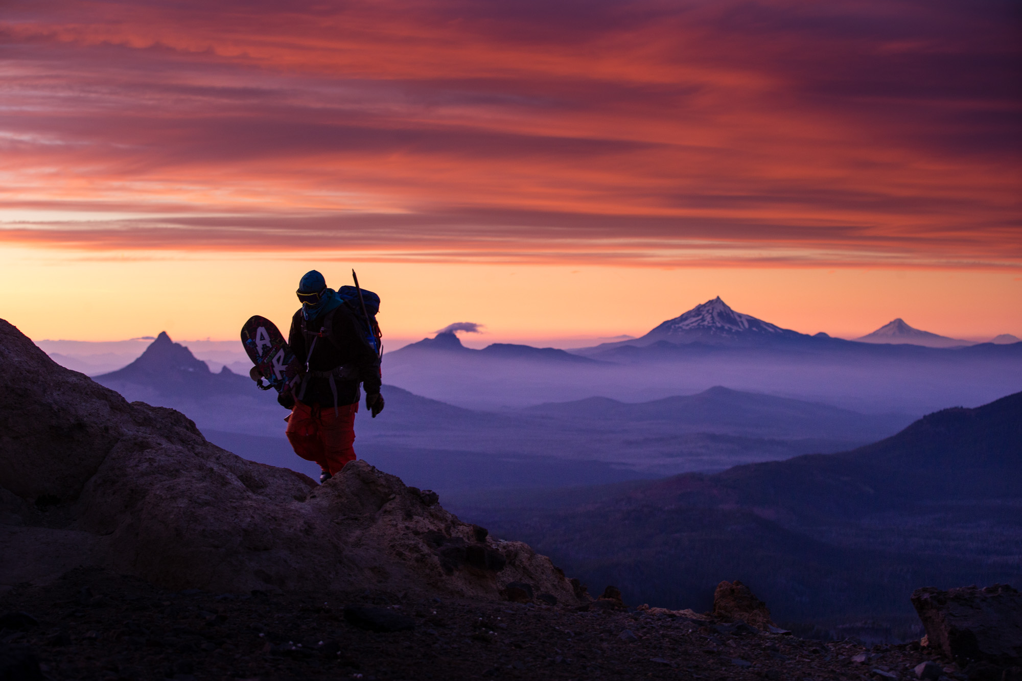 winter-snowboarder-sunset-volcanoes-oregon-pacific-northwest-sports-photographer